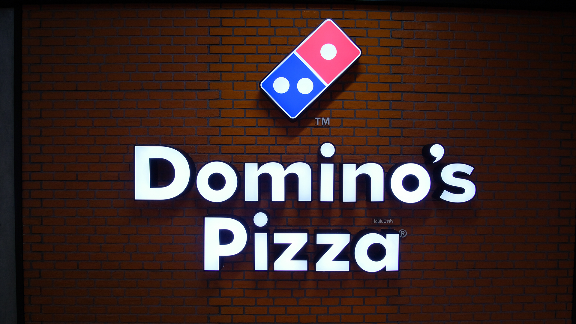 Dominos Pizza (ASX:DMP) closes all New Zealand stores
